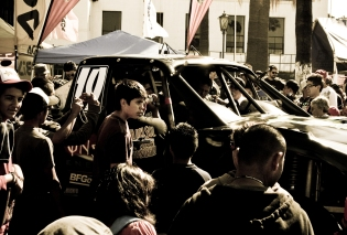 car-and-crowd